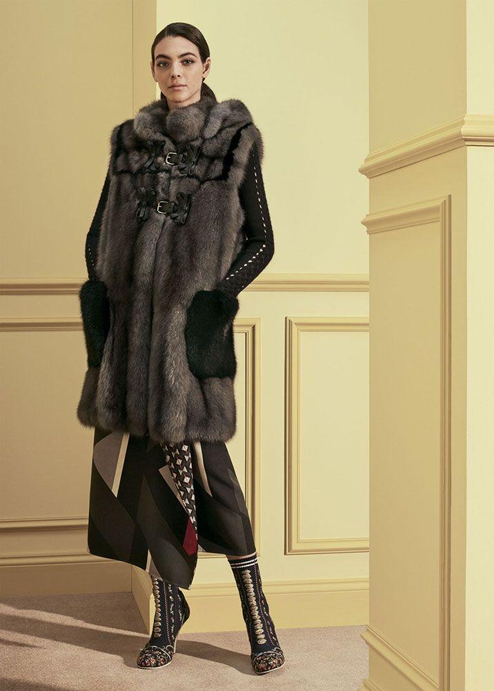 Collezione di Pellicce da donna sul sito ufficiale di Fendi. Acquista ora Cappotti  e giacche in pelliccia firmati  pagamenti sicuri e spedizione gratuita! 3aa4262f79d