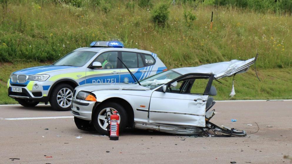 Unfall Mit Einer Toten Auf A8 Bmw In Zwei Teile Gerissen Unfall Bmw Munchen Aktuell