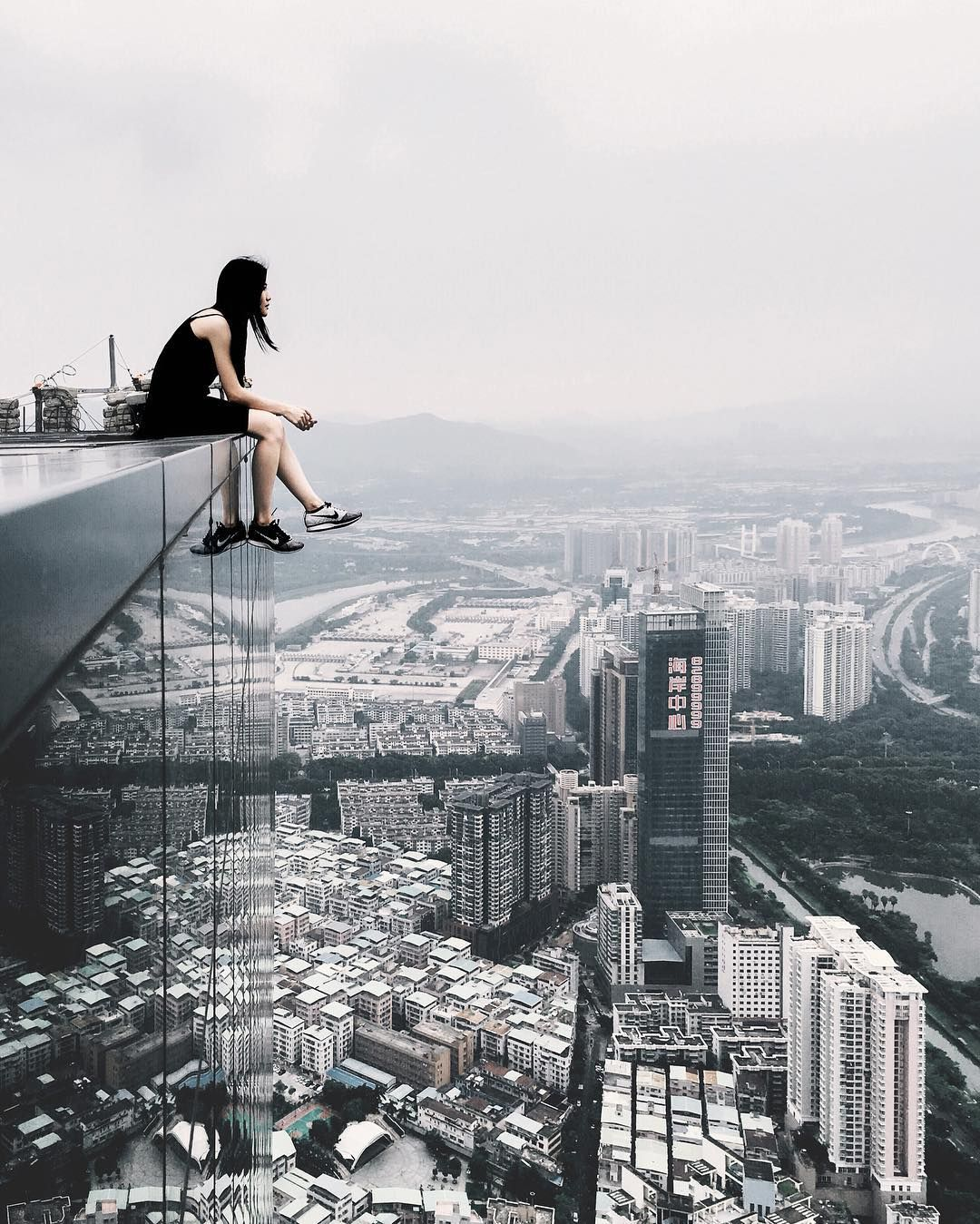 Incredible Rooftop Photography Of Shenzhen By Ivan Sidorenko - Epic photos taken from the rooftops offer a new perspective of london