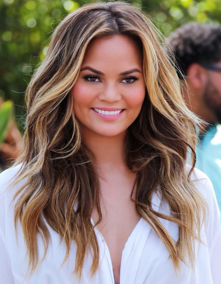 Chrissy Teigen Light Balayage Waves Brown Blonde Hair Hair Styles Brown Hair With Blonde Highlights