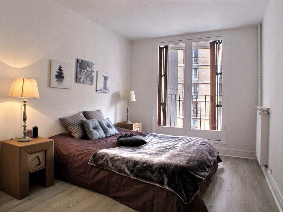 Home Staging Et Mobilier Carton Pour Cette Chambre D Appartement Vendu Vide Et Agence Par Homeflat Mobilier Homestaging Appartement