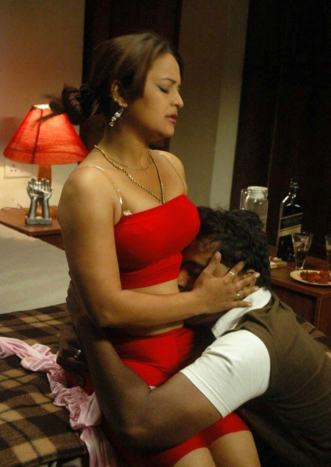 Thiruttu Chirukki Bgrade Tamil Movie Hot Romancing Stills -6817