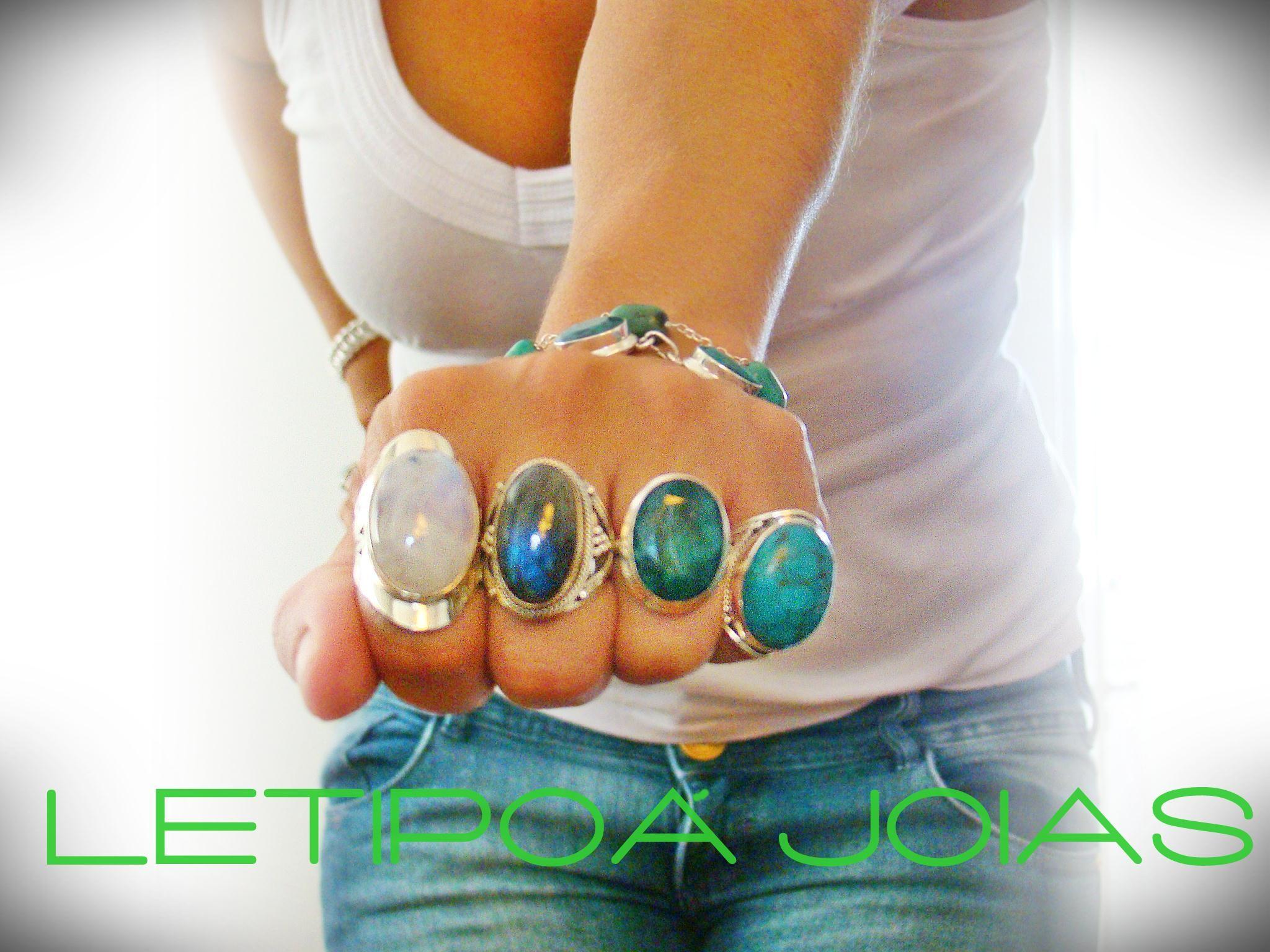 Pedra da Lua, Labradorita, Esmeralda Indiana e Turquesa.  www.facebook.com/letipoajoias