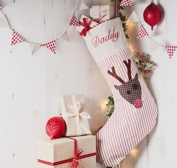 DIY personalilzed christmas stockings red white striped fabric reindeer banner
