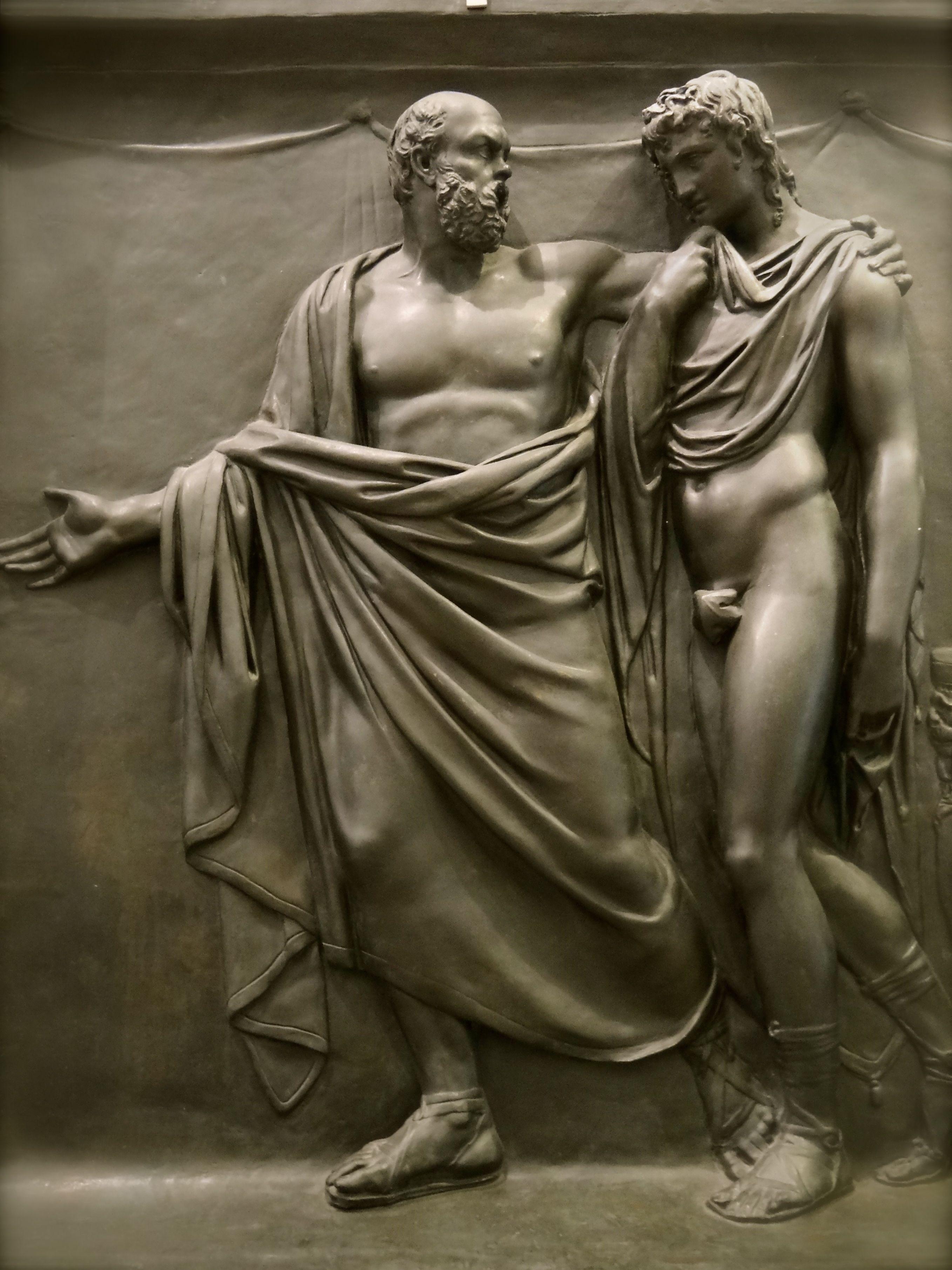 Gallerie d'art moderne. Milano. Socrate invite Alcibiade à sortir d'une maison de courtisanes. Bas relief de Pompeo Marchesi