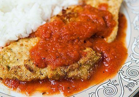 Aprenda a fazer uma refeição de frango e queijo parmesão cozidos, pois é realmente quer um deleite.