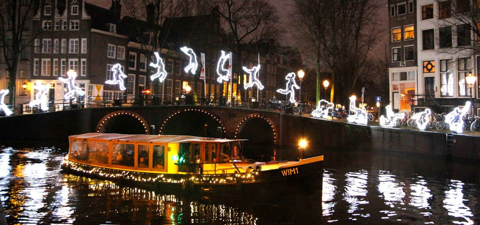 Lovers Canal Cruises Offers Various Types Of Amsterdam Light Festival Cruises Queues With Dj S Music On The Quay At Amsterda Tour Tickets Amsterdam Boat Tours