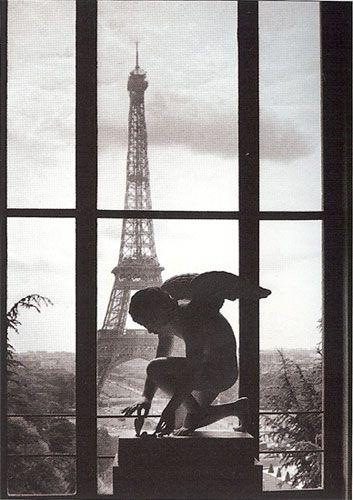 An angel in Paris