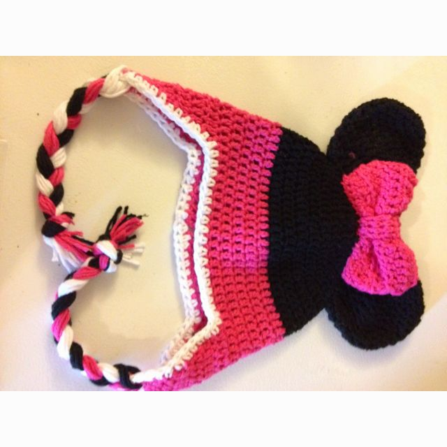 Crochet Minnie mouse hat. This is perfect for Miss Olivia!