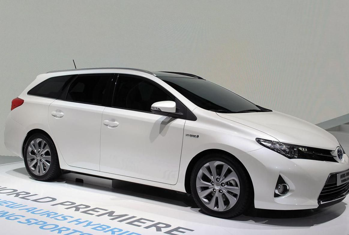 Toyota Auris Touring Sports Hybrid Photos And Specs  Photo