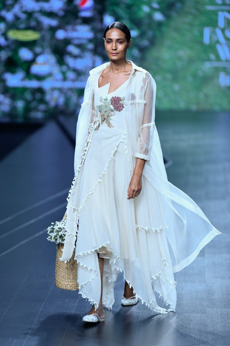 Nithya Reddy At Lotus Make Up India Fashion Week Spring Summer 2020 Vogue India In 2020 India Fashion Week India Fashion Fashion Week Spring