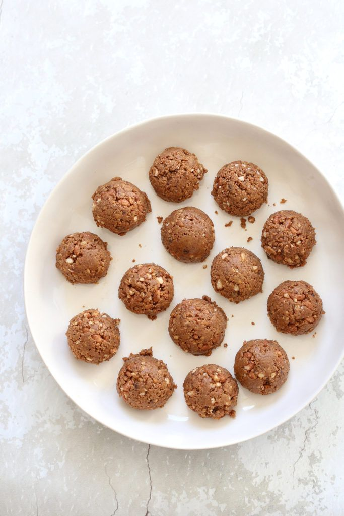 Peanut Butter Balls with Rice Krispies Or Oats - No Bake - Vegan Richa #peanutbutterballswithricekrispies