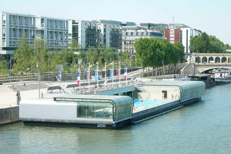 attrayant Il fallut attendre 2006 pour revoir à Paris une piscine flottante, la  piscine Joséphine Baker, amarrée au pied de la bibliothèque François- Mitterrand, ...