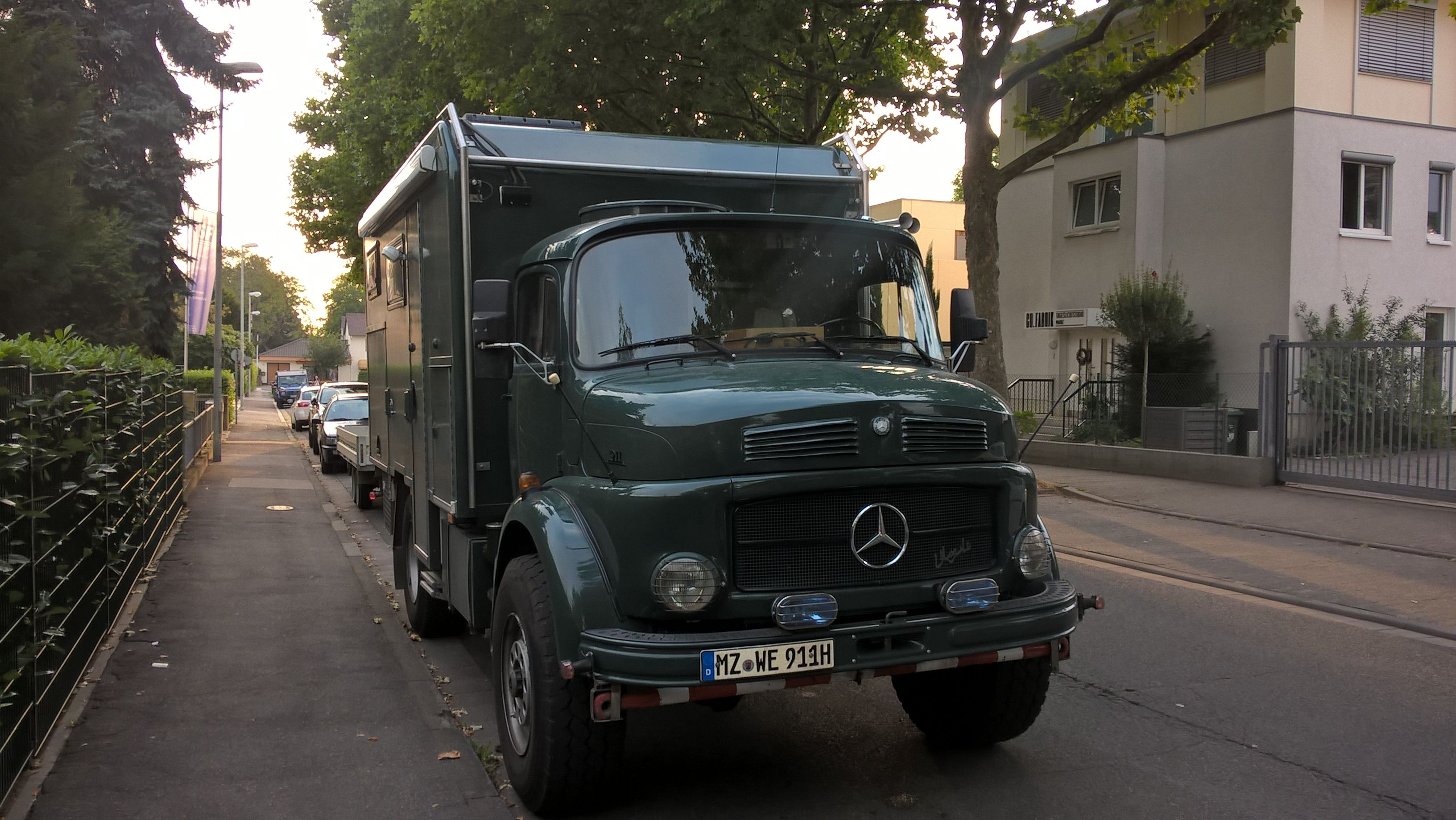 beautifully restored mercedes benz 911b ex army or police. Black Bedroom Furniture Sets. Home Design Ideas