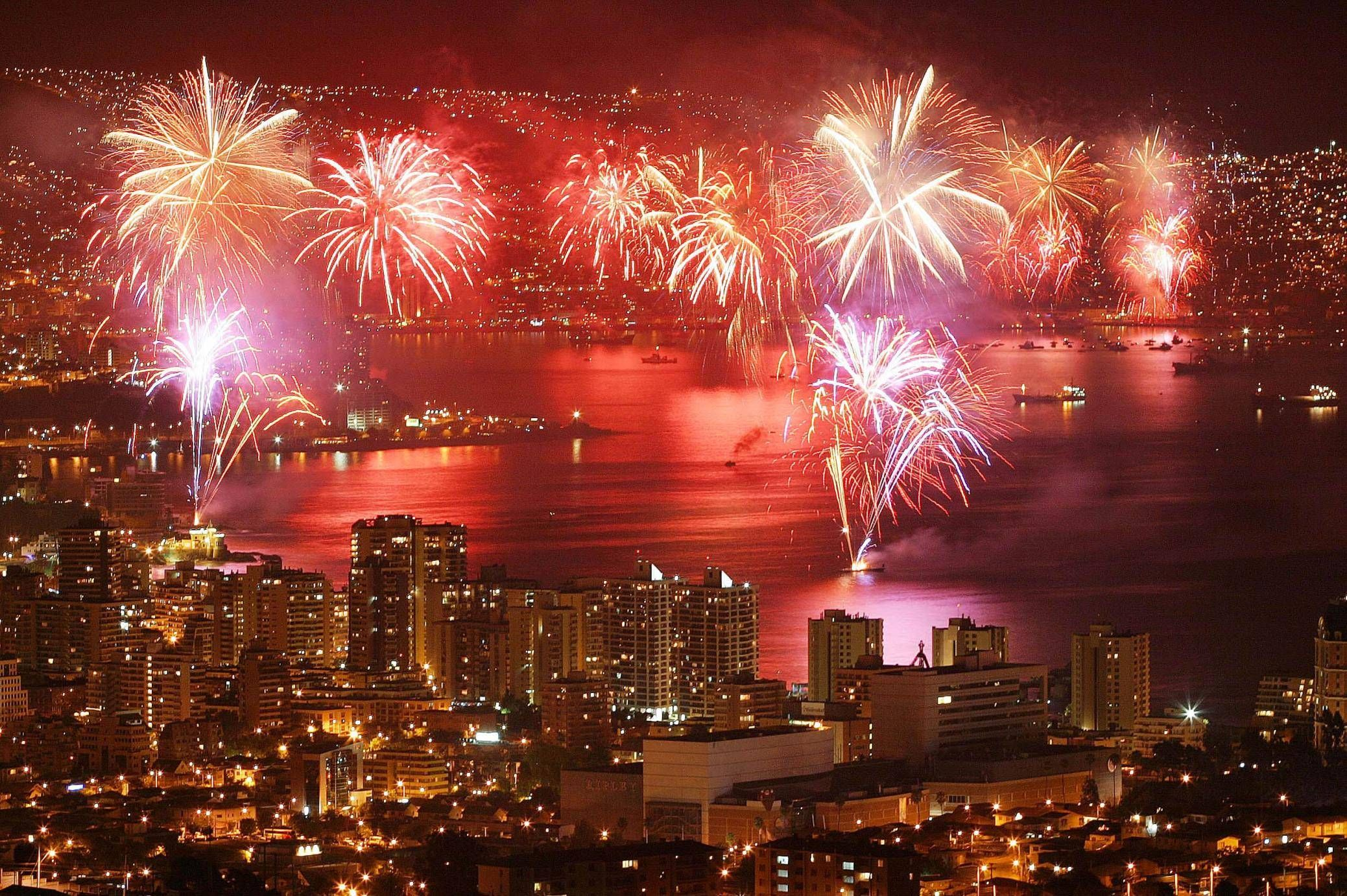 New Years In Vina Concon Y Valparaiso Best Fireworks In South America It Almost New Year S Eve Around The World Valparaiso Chile Festivals Around The World
