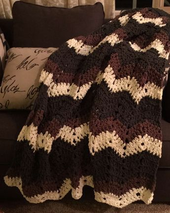 Super Fast Afghan Using The Bernat Blanket Yarn A Chevron Pattern