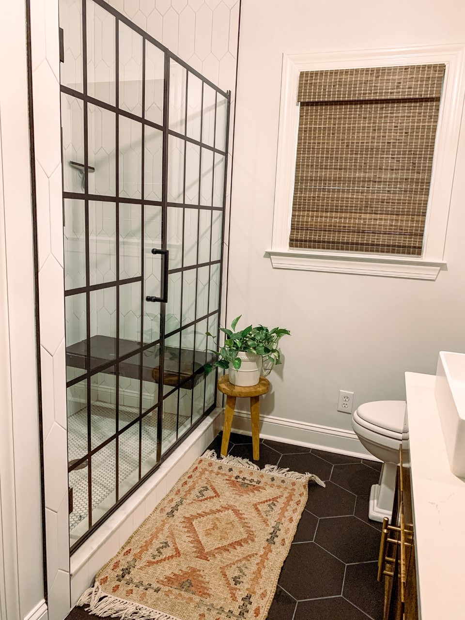 Texture For Days In This Modern Boho Bathroom Featuring The Dreamline Unidoor Toulon Shower Door In 2020 Shower Doors Gorgeous Bathroom Designs Bathroom Decor Colors