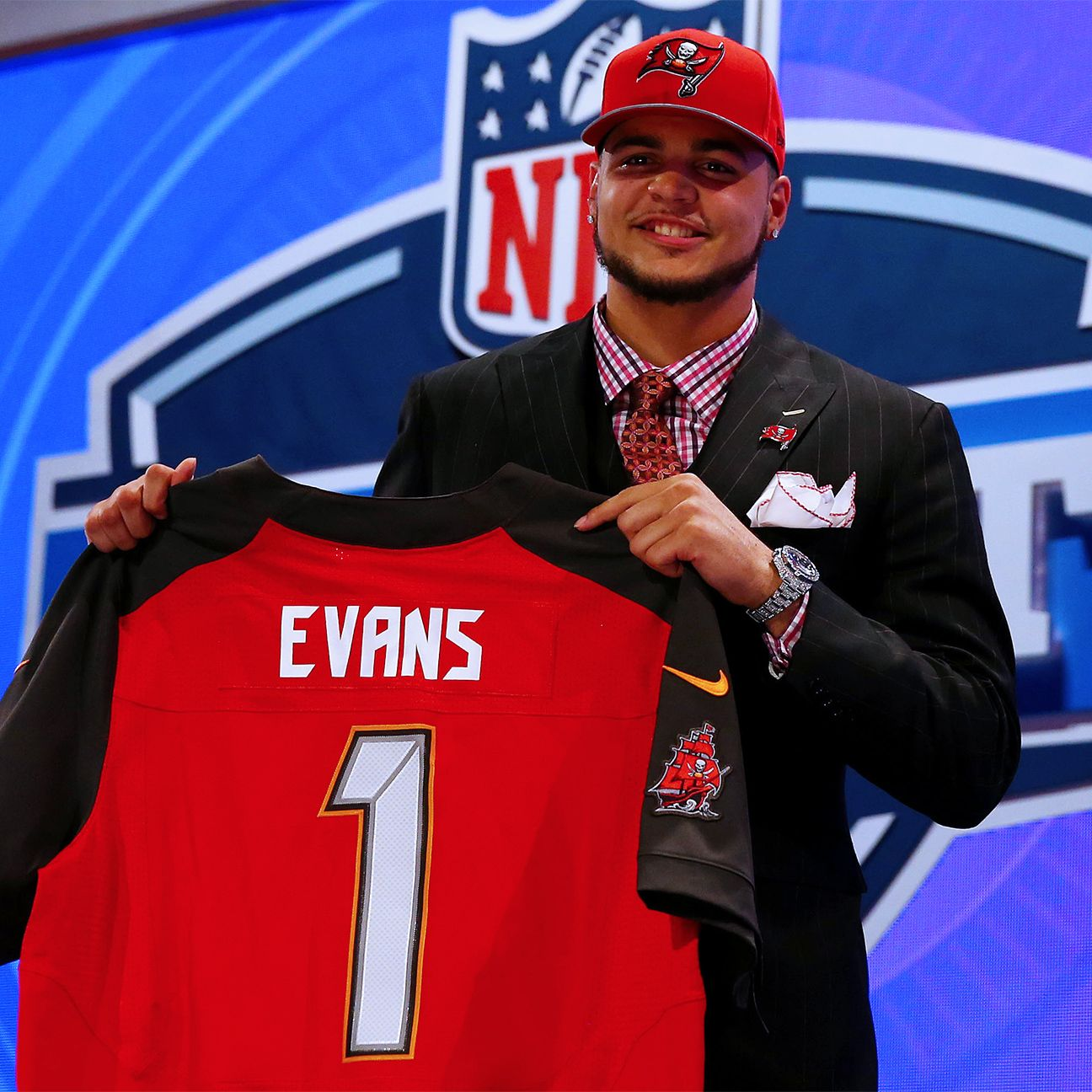 Buccaneers Wr Mike Evans Gets Tattoo With Nfl Draft Selection With Images Mike Evans Sammy Watkins Nfl Draft