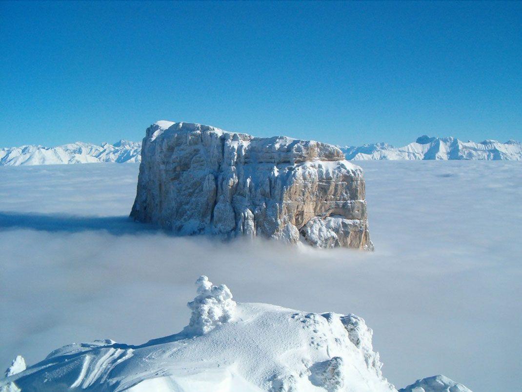 Massif Francais A La Forme Surprenante Le Mont Aiguille Est Un Lieu Mythique A L Origine De