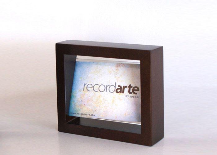 """Portarretrato contemporáneo color chocolate. Tamaño de vidrio: 15x10cm (6""""x4"""") MEDIDAS: 18X15.5 CM"""