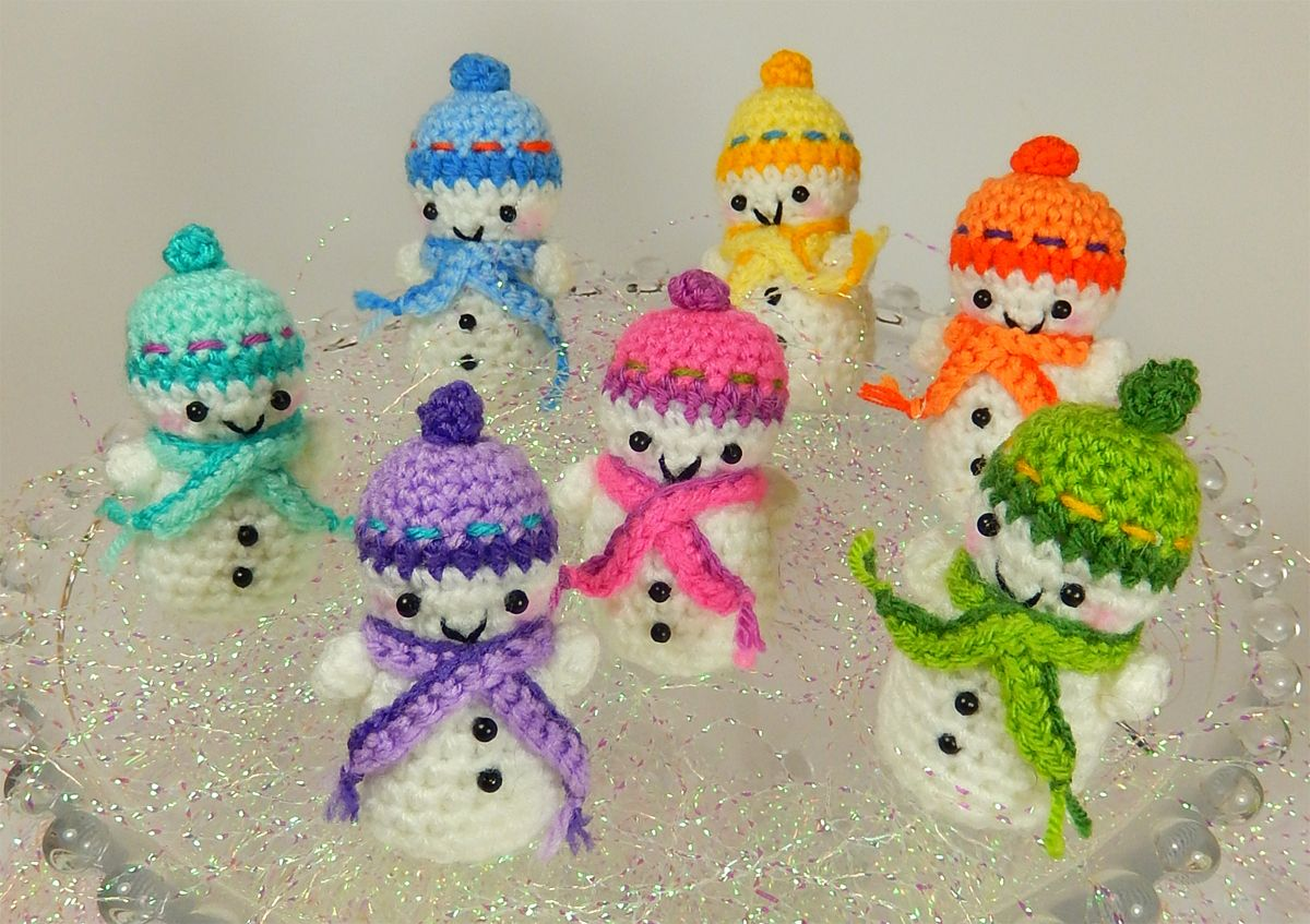 """Teeny Tiny Snowmen Amigurumi ~ Free Download Pattern ( click the Box """"DOWNLOAD"""" in green letters)"""