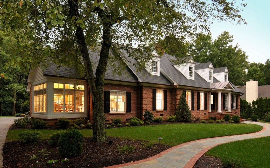 Advantages And Disadvantages Of Building A One Story House Brick Ranch Houses Brick House Designs House Exterior