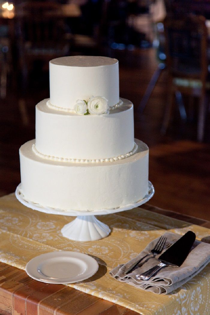 Three Tier White Wedding Cake | Contemporary white wedding cakes | fabmood.com #weddingcake #wedding #cake #whiteweddingcake #contermporaray #moderncake