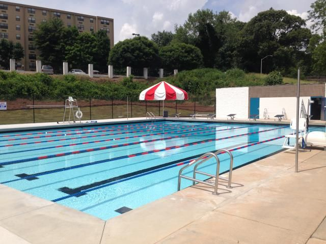 A guide to the best public swimming pools in Atlanta Diving board