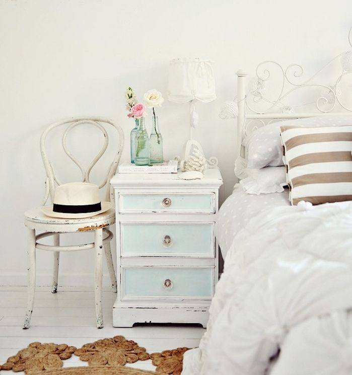1001 Astuces Et Idees Comment Patiner Un Meuble Chambre A Coucher Shabby Chic Comment Peindre Un Meuble Decoration Shabby Chic