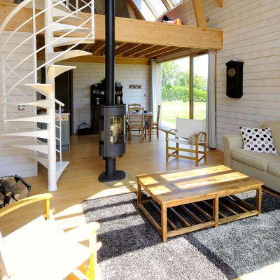 Une petite maison d 39 architecte en bois petite maison avec mezzanine petite maison moderne - Construire une petite maison en bois ...