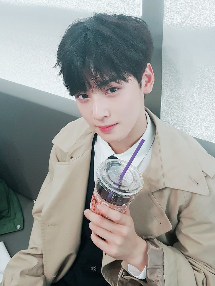 Pin By E A 🐷 On Astro Eunwoo Pinterest Kpop