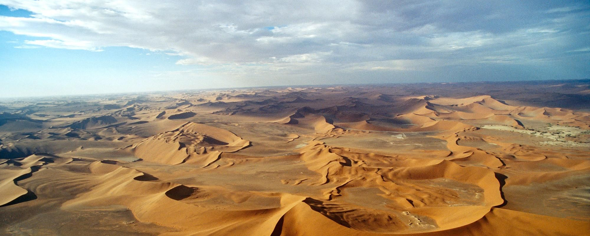 http://www.tcsworldtravel.com/sites/default/files/styles/grid_hero_desktop_1x/public/imce/Destinations/Namibia/Namib_Desert/HRO_B0TCE4.jpg?itok=sLA4uakj
