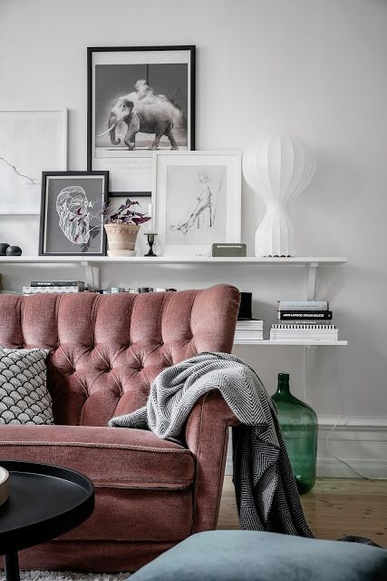 Mieszkanie W Kamienicy Różowa Sofa Pudrowa Sofa Sofa W