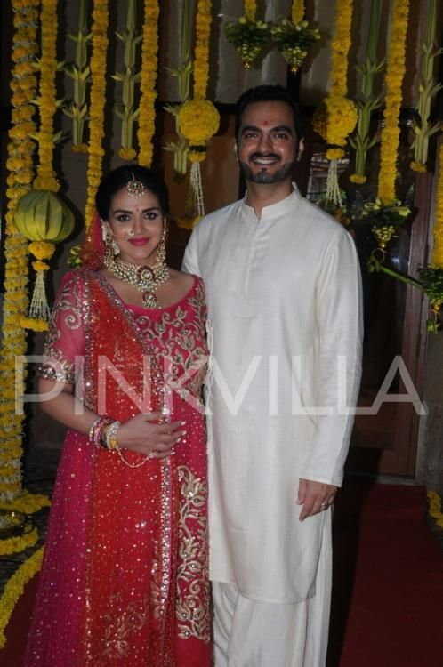 Mom To Be Esha Deol Glows In A Bridal Wear As She Gets Married Again On Her Baby Shower Baby Shower Dresses Indian Baby Showers Indian Maternity Wear