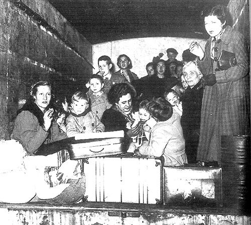 Exiliados y emigrados : 1939-1999 / Félix Santos | Biblioteca Virtual Miguel de Cervantes Llegada de un convoy de refugiados españoles a Le Perthus (28 de enero de 1939).