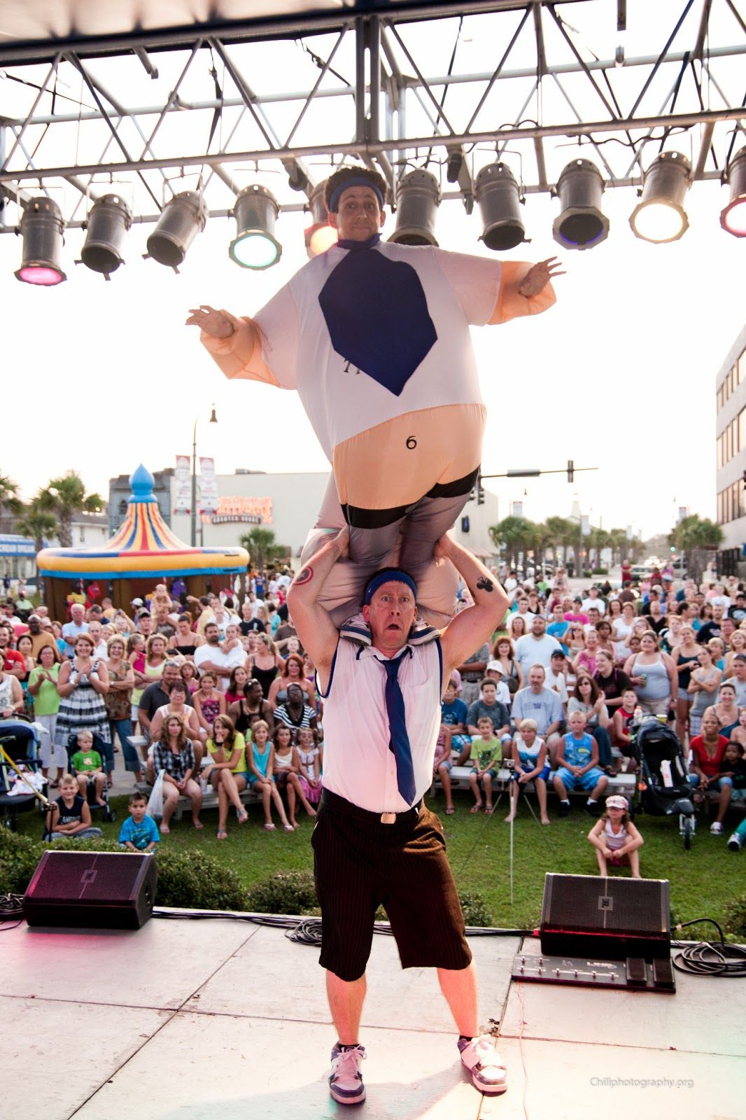 Hot Summer Nights Free Festival In Myrtle Beach Comedy Jugglers The Blue Tie Guys Rocking The Stage For Th Myrtle Beach Myrtle Beach South Carolina Kids Night