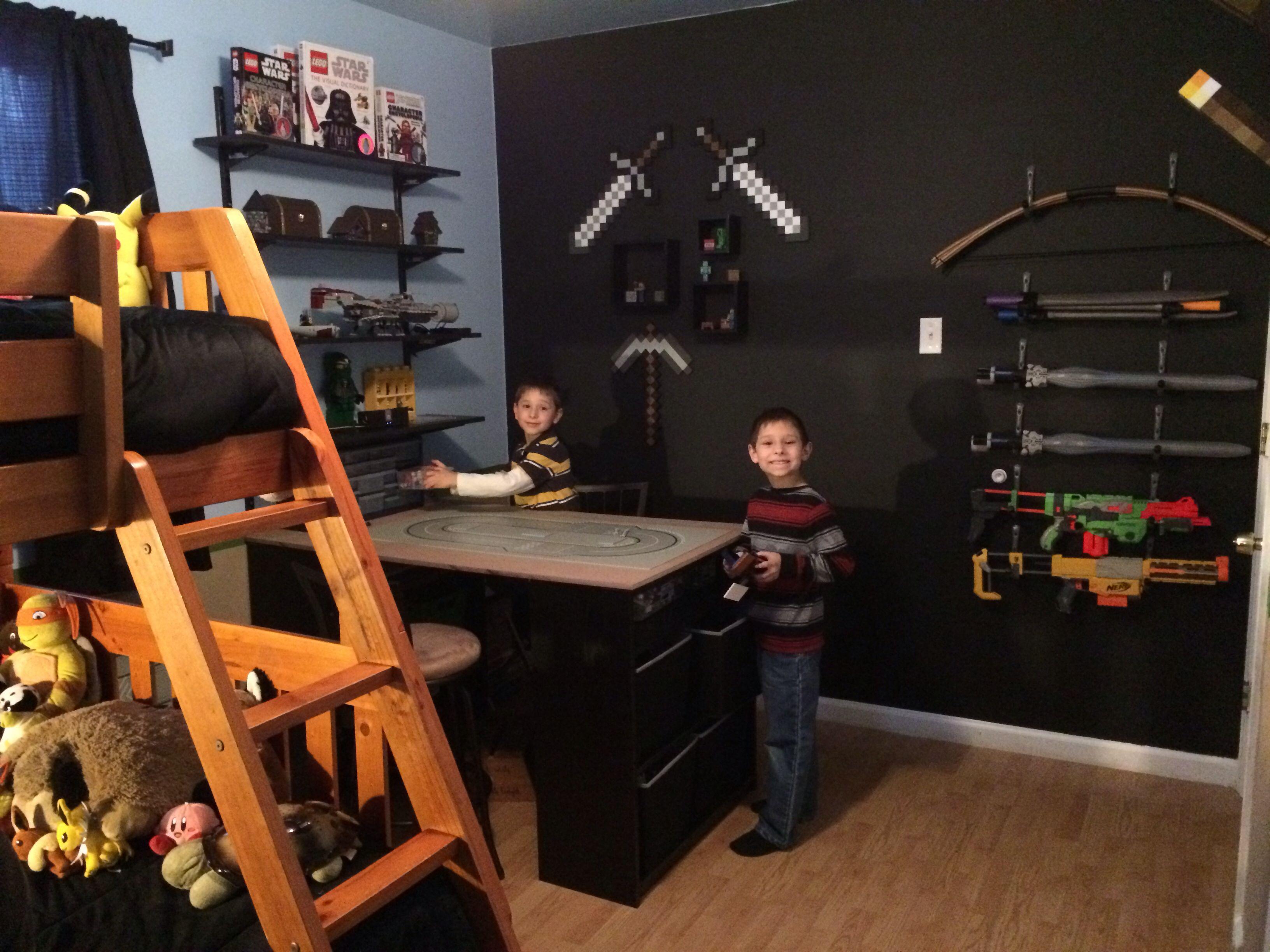 die 25 besten lego schreibtisch ideen auf pinterest lego tisch ikea ikea spielzimmer und. Black Bedroom Furniture Sets. Home Design Ideas