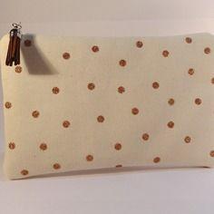 Trousse pochette plate en toile écrue à pois paillettes dorées