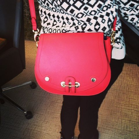 Black and white outfit with a bright colored bag! Pop of color! #officestyle