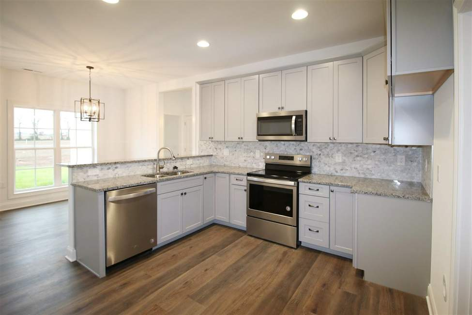 Bowling Green Homes for Sale in 2020 | Double sink vanity ...