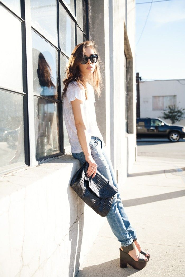 Denim & White Shirt (picture by Fashiontoast)