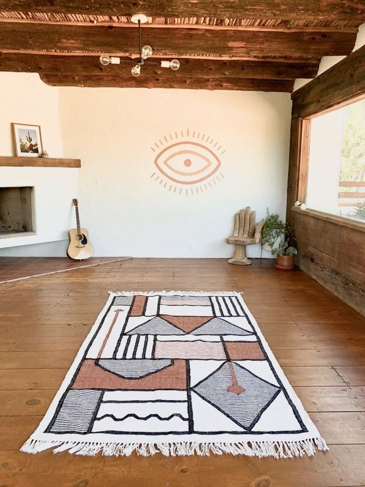 Our JOSHUA handmade rug is a woven piece of art. So stunning it looks stunning in indoors as well!  Photo credits- thejoshuatree  #outdoorrug #indoorug #handmaderug #joshuatree #posadabyjoshuatree #kilim #apartmenttherapy #howyouhome #elledecor