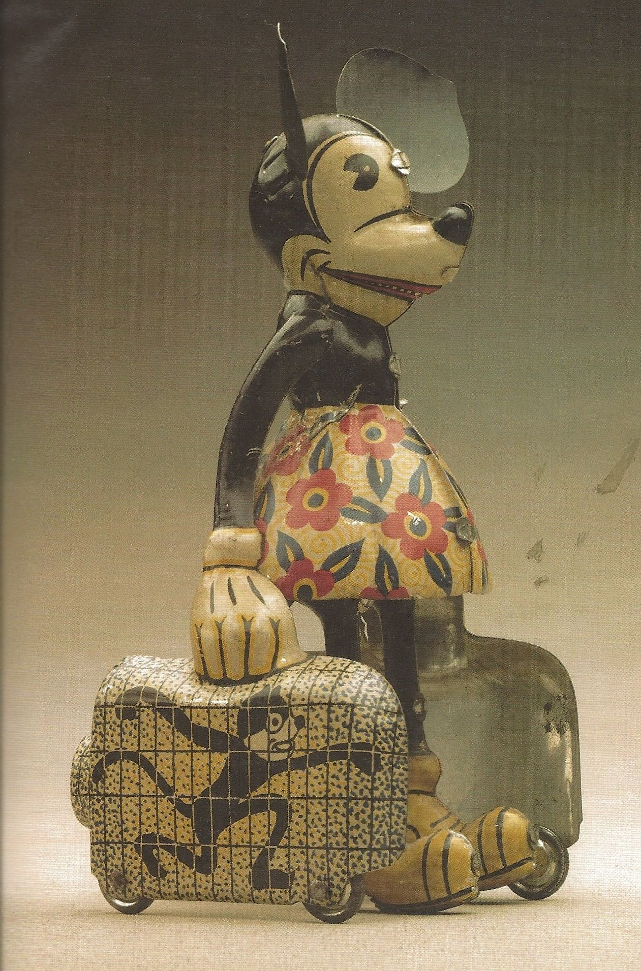 Rare 1930s windup toy. When Minnie leave on vacation, she
