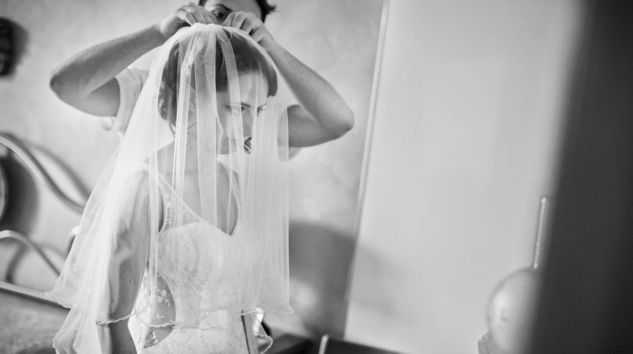 Wedding in Bari - Getting ready | Morlotti Studio #fotografomatrimonio #morlottistudio #weddingphotographer #wedding #bari #weddingdress