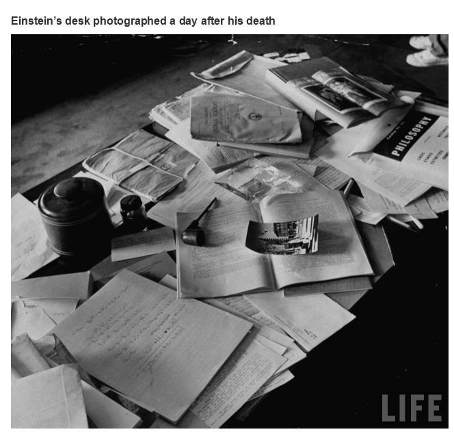 Einstein's desk photographed a day after his death.  Interesting historical photos {Part 15}