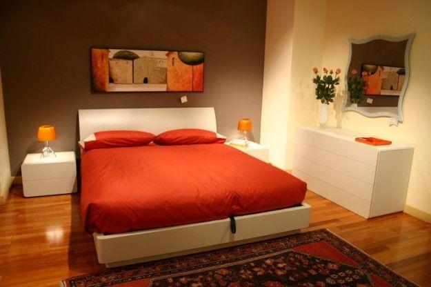 Colori giusti per imbiancare la casa - Camera con parete marrone ...