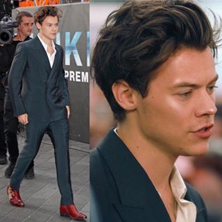 Harry During Dunkirk Premiere Was On Another Level Harry Styles Hair Harry Styles Dunkirk Premiere Harry Styles