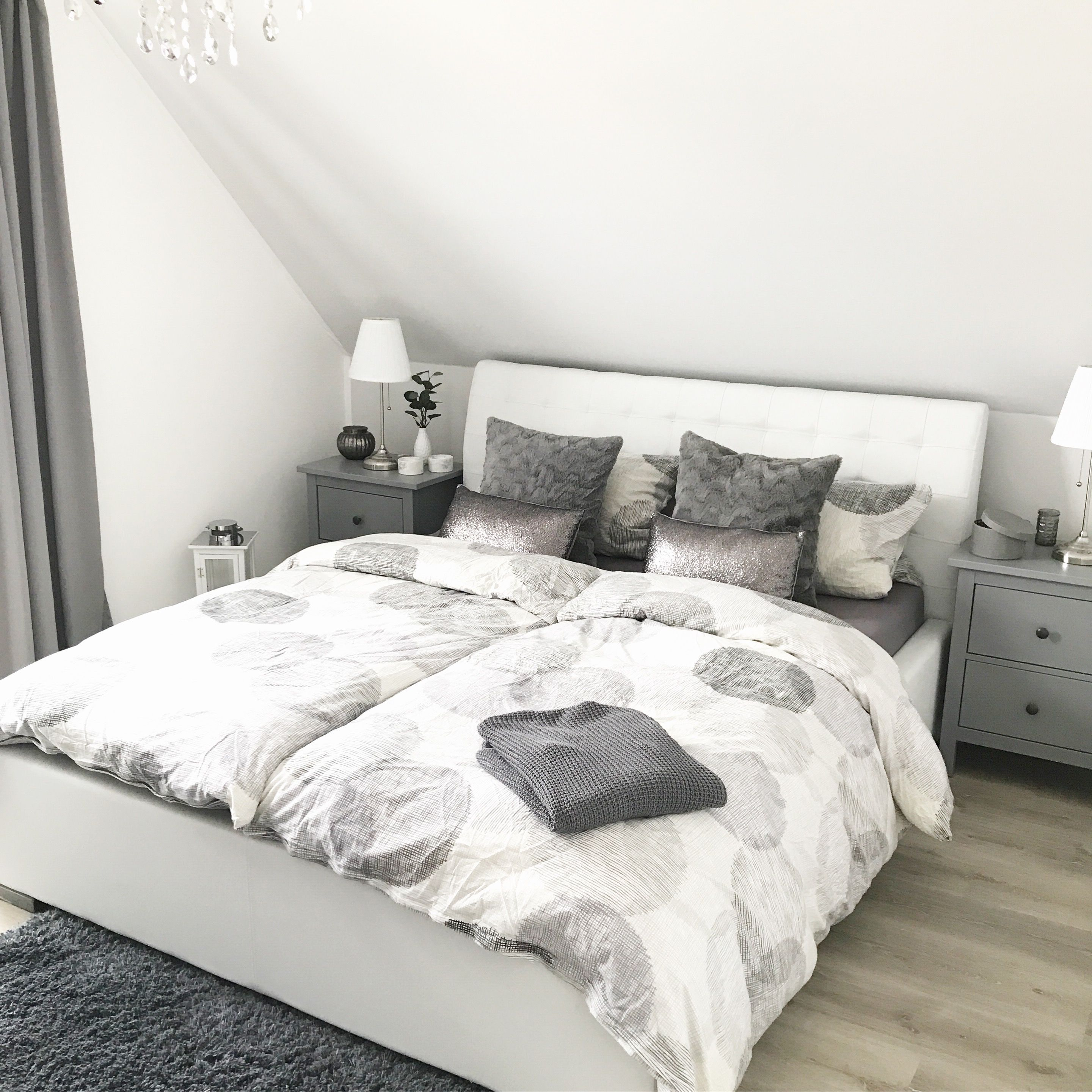 Schlafzimmer Ideen Landhausstil Instagram: Wohn.emotion Landhaus Schlafzimmer Bedroom Modern Grau Weiß Grey White | Country Bedroom, Bed Design Modern Luxury, Modern Bedroom