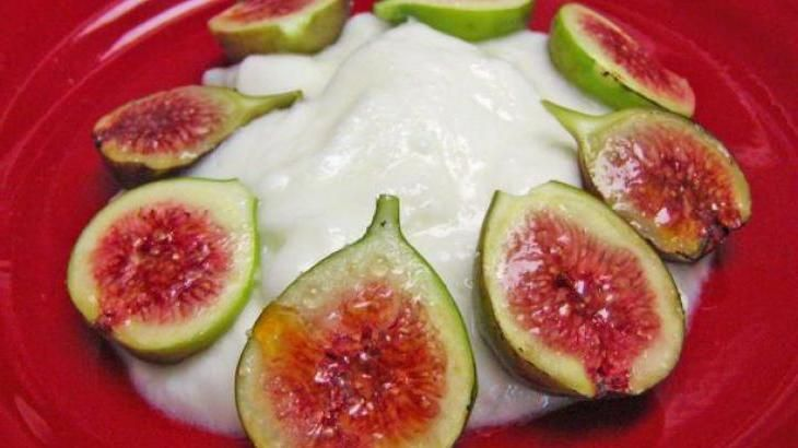Broiled Figs and Yogurt Recipe