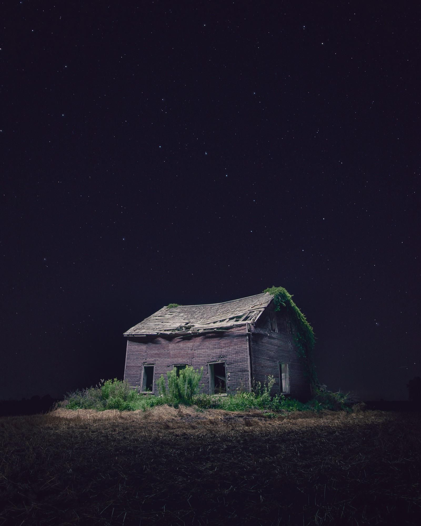 Abandoned Farmhouse Under The Stars